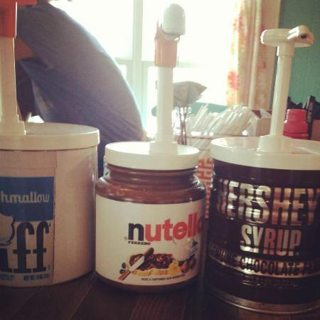 """Surfin Spoon: Toppings Bar - """"How much for just the Nutella Tub?"""""""