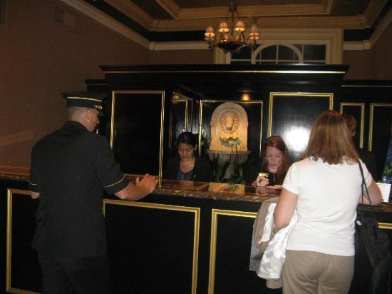 Lenox Hotel: lobby