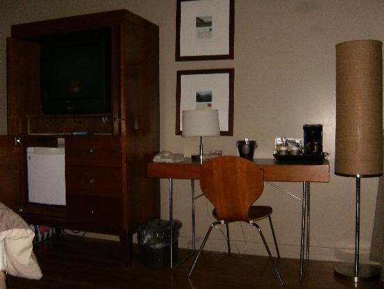 The Juniper Hotel: desk space (no phone by bed only on desk)