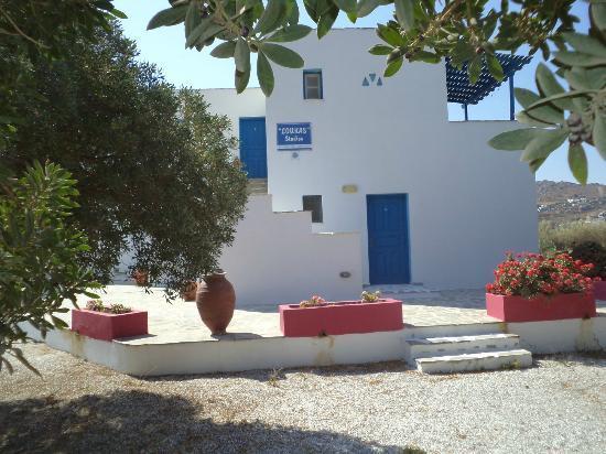 Helios Beach Studios: Outside