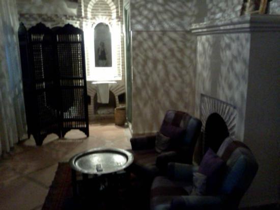Riad les Hibiscus: camera al primo piano lato salotto/toilette