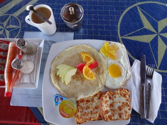 Yalla Bar: American Breakfast