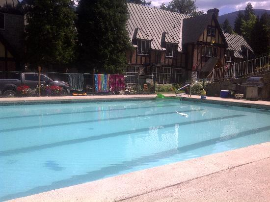 The Blaylock Mansion: The Pool Is Great!