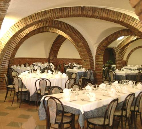 Hotel Ristorante Farese: Le arcate in terracotta