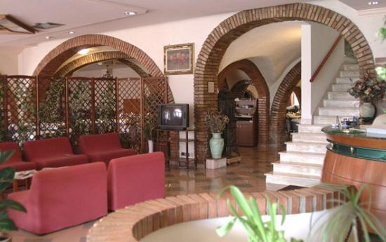 Hotel Ristorante Farese: La hall