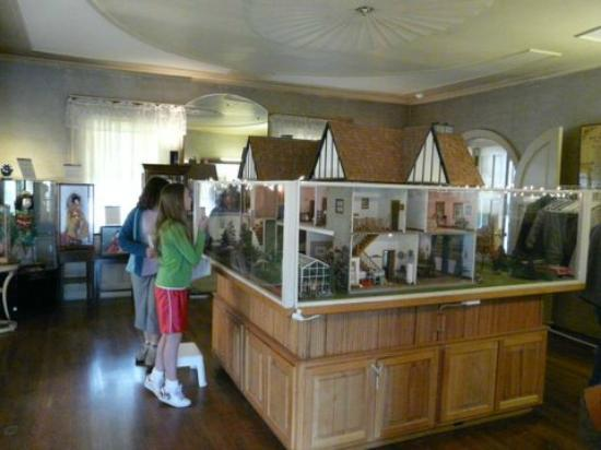Dollhouse Exhibition And Toy: Picture Of Denver Museum Of Miniatures