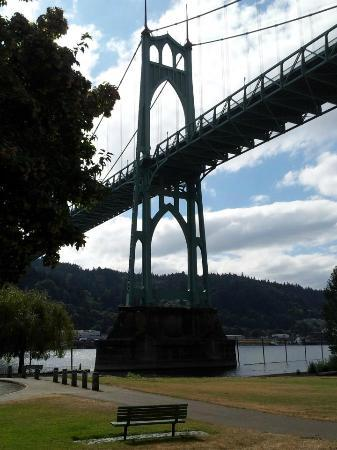 St. Johns Bridge : St. John's Bridge, from Cathedral City Park.