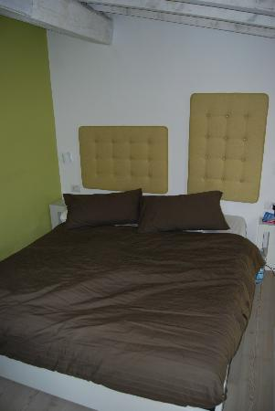 فيلا أروتش: le lit sur la mezzanine 