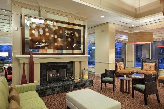 โรงแรมฮิลตันการ์เด้นอินน์ ฮอฟฟ์มันเอสเตท: Lobby
