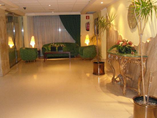 Hotel Avenida: Main area before entering dining room