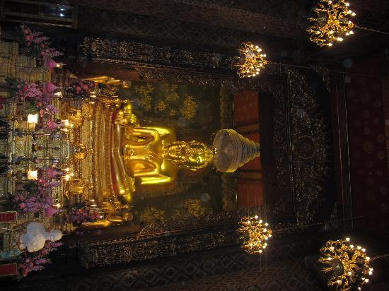 Wat Bowonniwet Vihara: The two sacerd Image of Buddhas in Phra Ubosot