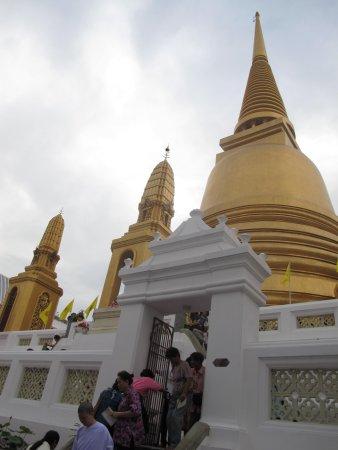 วัดบวรนิเวศวิหารราชวรวิหาร: Phra Ubosot