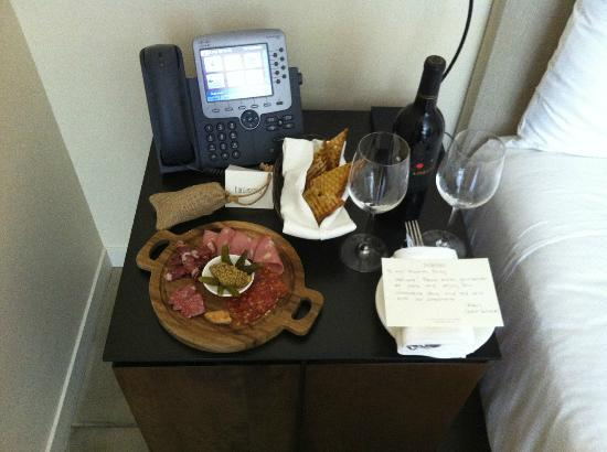 Bardessono: Nice touch - complimentary welcome snack + wine