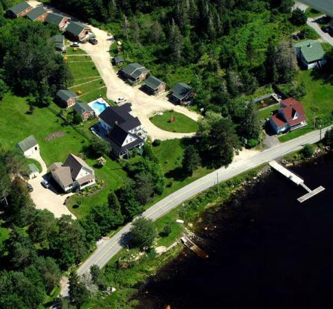 Anchorage House & Cottages: Aerial view of the property