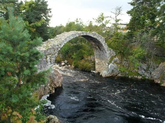 Carrmoor Guest House: Beautiful little bridge in the village. 2 minute walk from the guesthouse