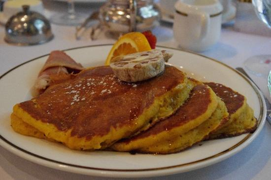 Williamsburg Inn: Sweet potato pancakes