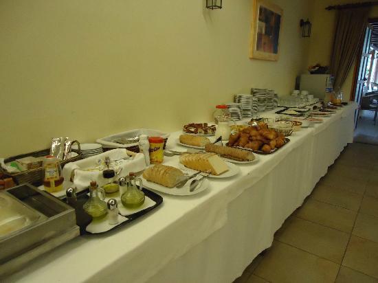 Hotel Tossal d'Altea: desayuno,embutidos,dulces,zumos,frutas.....