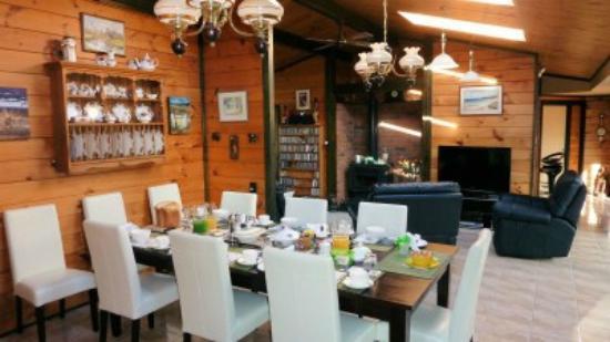 Mokoia Downs Estate B&B: Breakfast and Lounge Area