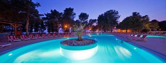 سول أورورا - أول إنكلوسيف: Sol Aurora Pool