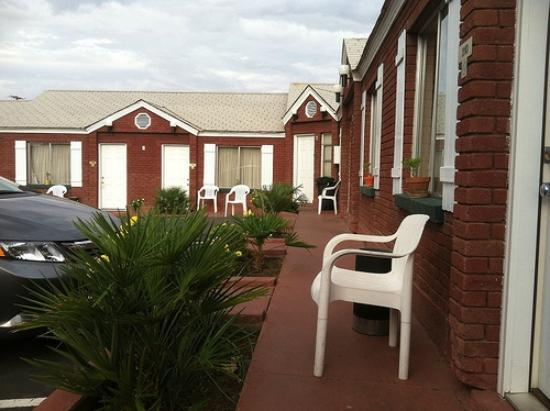 Dixie Palms Motel : exterior 2