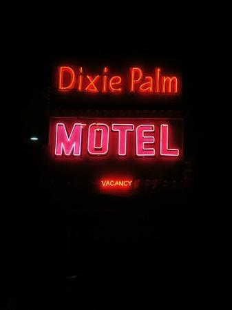 Dixie Palms Motel: vintage sign