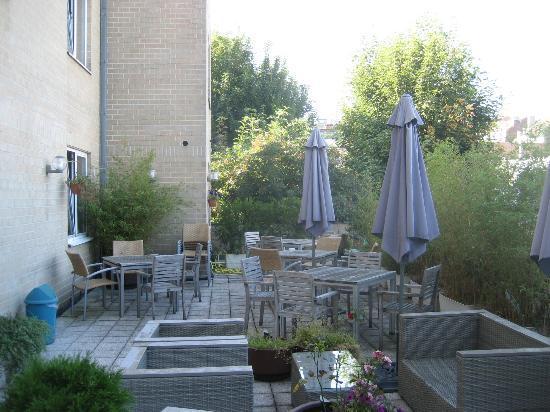 هوتل دي فيرلانت: La terrazza retrostante alla hall ed il bar 
