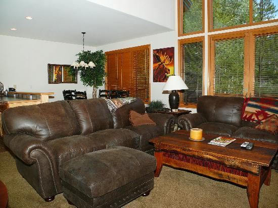 Evergreens Townhomes: Sample Living Room