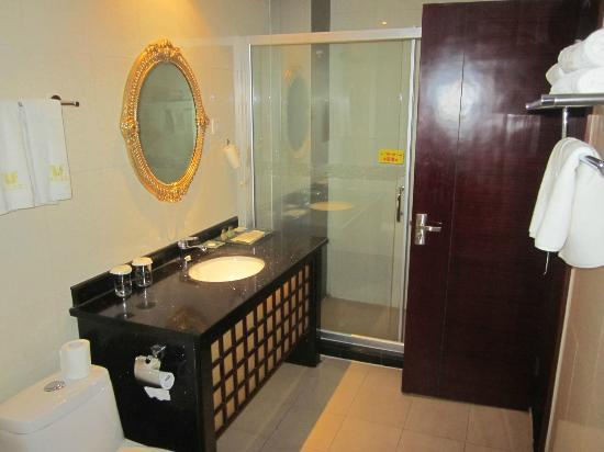 Meihua Goldentang International Hotel: Bathroom