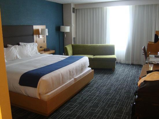 Holiday Inn Express & Suites Stamford: King Room