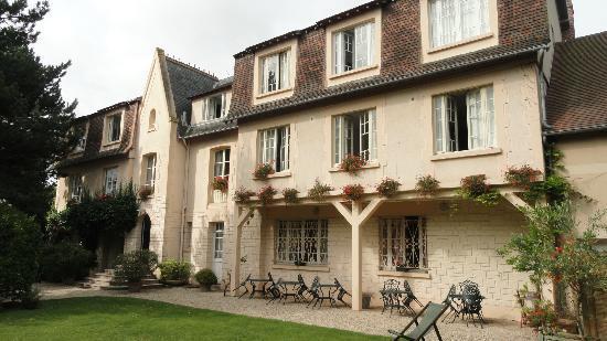 Castel Fleuri: Façade de l'hôtel