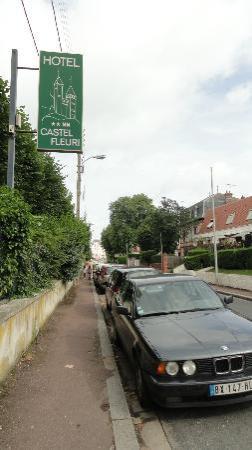 Castel Fleuri : la rue pour se garer