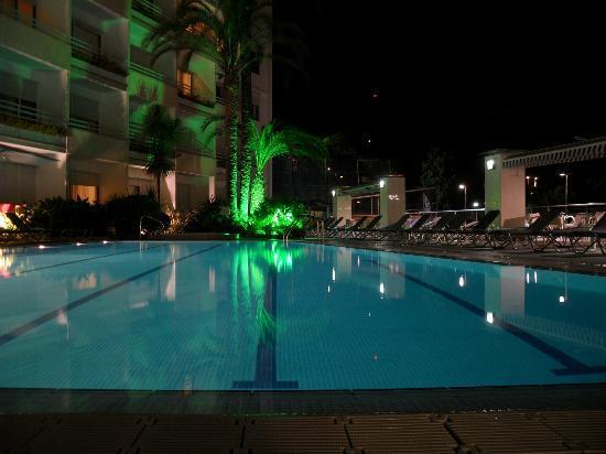 Premier Gran Hotel Reymar & Spa: Pool am Abend