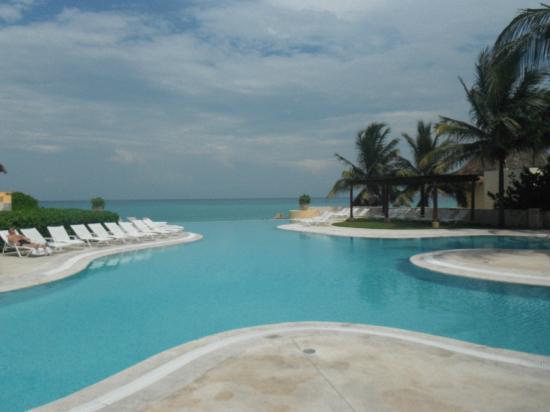 Fairmont Mayakoba: Ocean Front Infinity Pool