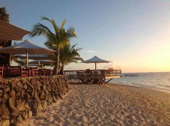 Castaway Island Fiji: beach and outdoor restaurant