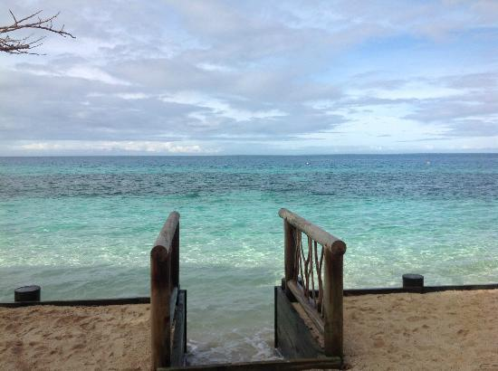Castaway Island Fiji: View from our Bure in the morning