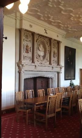 Madingley Hall: Baronial breakfast!