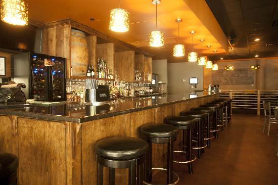 Nosh Restaurant and Wine Lounge: Nosh bar