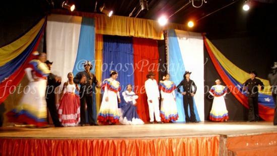 Isla Caribe Beach Hotel: Teatro