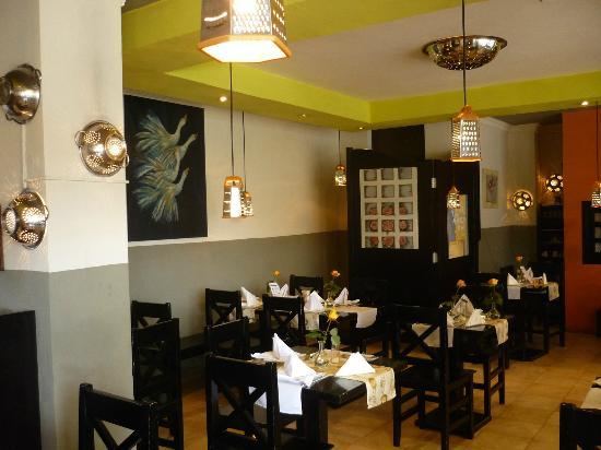 Enya's Mediterranean Kitchen : Enya's clean and cool ambiance, delightful