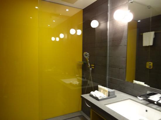 La salle de bain picture of pullman london st pancras for Salle de bain hotel