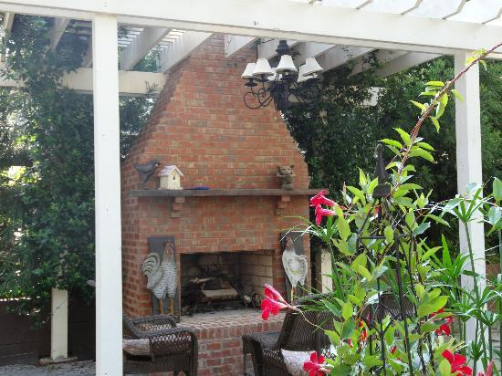 The Social Goat Bed & Breakfast: Nice area to relax around the fireplace