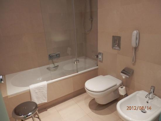 NH Collection Barcelona Gran Hotel Calderon: bagno