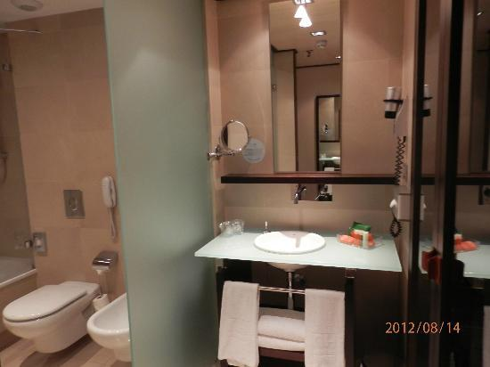 NH Collection Barcelona Gran Hotel Calderon: bagno 2