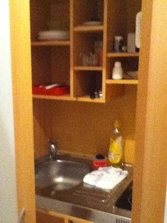 Apartment-Hotel Ruether: Kitchen in a closet