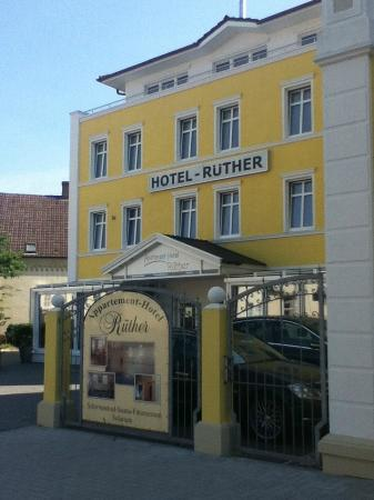 Apartment-Hotel Ruether: Located in quiet area, just across from train station, short walk to the Hauptkanal