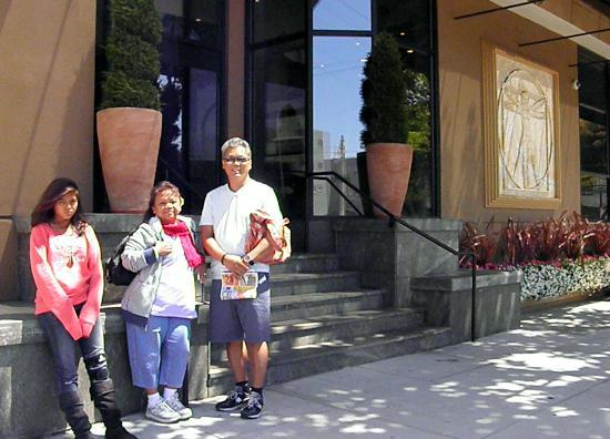 da Vinci Villa: Standing at one of the entrances of the hotel