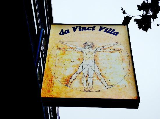 da Vinci Villa: The logo and signage off of Van Ness Blvd.