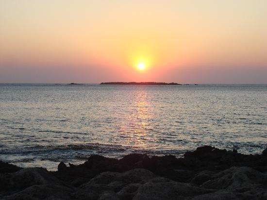 Anastasia & Stathis Bed and Breakfast: Tramonto sulla spiaggia difronte
