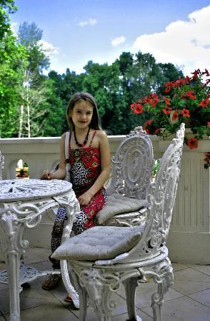 Malpils Manor: Charming garden furniture