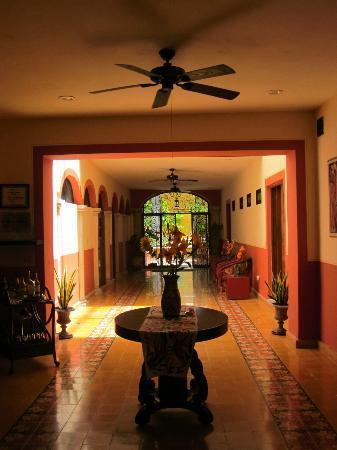 Luz En Yucatan: camere su corridoio